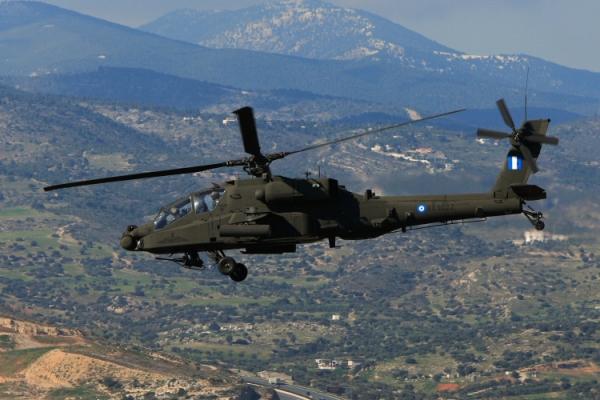 Αποτέλεσμα εικόνας για επιθετικά ελικόπτερα AH-64D Apache.
