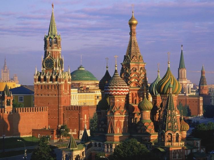 Moscow-Kremlin-St-Basil-1024x768