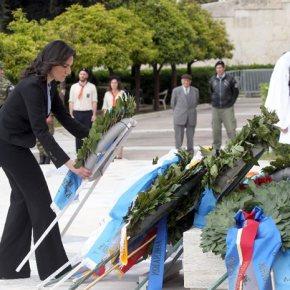 Εκδήλωση για τα 98 χρόνια από την γενοκτονία των Αρμενίων.Συμμετείχαν πολιτικοί και ακαδημαϊκοί – Εγινε κατάθεση στεφανιών στον ΑγνωστοΣτρατιώτη
