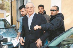 Εξώδικα Ακη σε Σημίτη, Βενιζέλο και 10 πρώην υπουργούς.Τους καλεί μάρτυρες για να δώσει πολιτικό τόνο στη δίκη του που αρχίζει τηΔευτέρα