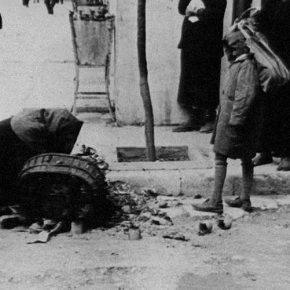 Die Welt: «Κύριε Σόιμπλε μιλήστε για τα χρέη του πολέμου»Η έγκυρη συντηρητική εφημερίδα ανοίγει την Παρασκευή το θέμα των πολεμικών αποζημιώσεων που οφείλει η Γερμανία στηνΕλλάδα