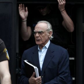 Αποχώρησε από τη δίκη ο Άκης Τσοχατζόπουλος, σε ένδειξηδιαμαρτυρίας.