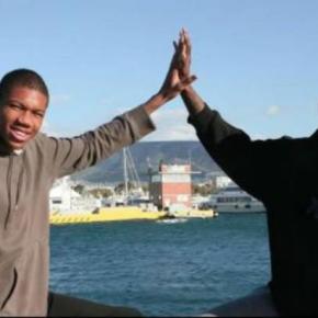 ΑΔΕΛΦΟΙ ΑΝΤΕΤΟΚΟΥΜΠΟ.Ο Γιάννης και ο Θανάσης: Δύο νέοιΈλληνες