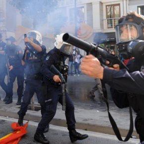 Υπό «πολιορκία» η Κωνσταντινούπολη.Ανάπτυξη 40.000 αστυνομικών και εκτεταμένη χρήση βίας και δακρυγόνων στην Κωνσταντινούπολη.