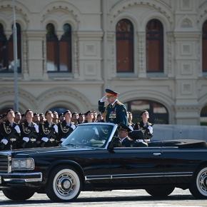 Απίστευτη επίδειξη ισχύος στην Μόσχα – Παρέλασε μια ολόκληρη μεραρχία!(vid)