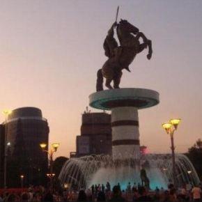 Σκόπια: Ο νεοεκλεγείς δήμαρχος αμφισβητεί τα μνημεία τηςπλατείας