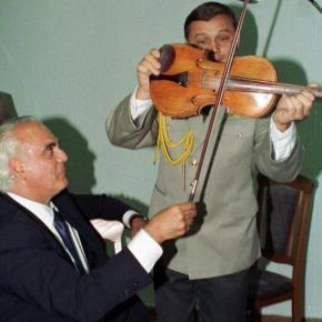 Έχει στοιχεία ο Άκης ή θα συνεχίσει το βιολί του- Αρχίζει ηδίκη