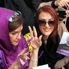 Στο Ιράν γιορτάζουν την αλλαγή πολιτικήςσελίδας