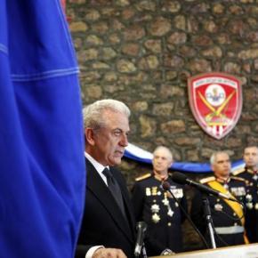 Αβραμόπουλος: «Πρέπει να πάρουμε πρωτοβουλίες για τους στρατιωτικούς»–