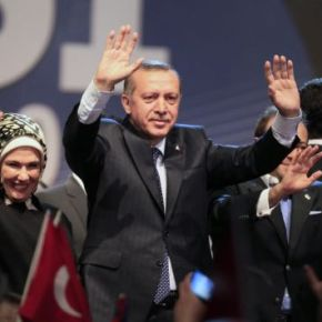 "Eρντογάν: ""O Σόρος προσπαθεί να μεανατρέψει"""