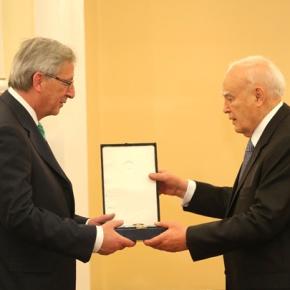 Ζ. Κ. Γιούνκερ στον Κ. Παπούλια: Οι Έλληνες έδειξαν μεγάλοθάρρος