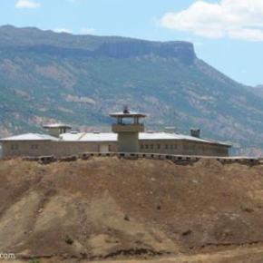 «Κλειδώνει» στα στρατόπεδα το στρατό οΕρντογάν