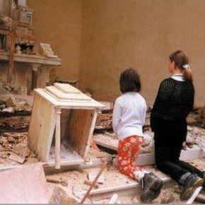 ΣΥΡΙΑ: ΑΠΟΚΕΦΑΛΙΣΑΝ ΧΡΙΣΤΙΑΝΟ ΚΑΙ ΠΕΤΑΞΑΝ ΤΟ ΣΩΜΑ ΤΟΥ ΣΤΑΣΚΥΛΙΑ!