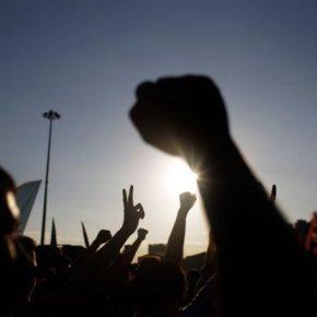 Για ένα «θερμό» Σαββατοκυριάκο ετοιμάζονται στην Τουρκία.Συγκρούσεις μεταξύ διαδηλωτών και αστυνομίας – Χιλιάδες παραμένουν στην πλατείαΤαξίμ