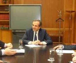 Η δύσκολη σύσκεψη των τριών πολιτικών αρχηγών.Εμφανώς ενοχλημένο το ΠαΣοΚ από την υπεραισιοδοξία που καλλιεργεί τοΜαξίμου