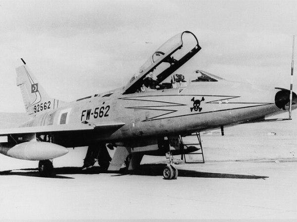 1north-american-f-100f-super-sabre_b