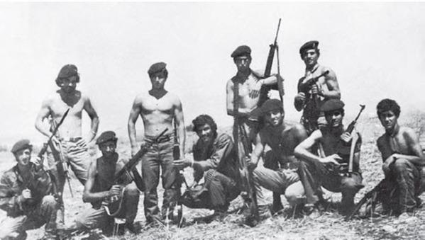 Άνδρες της 31 ΜΚ τον Αύγουστο του 1974. Έχουν εφοδιαστεί πλέον με τυφέκια FN FAL ενώ κάποιοι φέρουν ακόμη τσέχικα τυφέκια Vz.58 και υποπολυβόλα Μ3.
