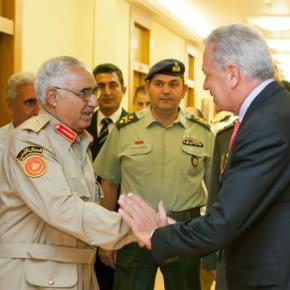 Συνάντηση Αβραμόπουλου με τον αρχηγό των Ενόπλων Δυνάμεων τηςΛιβύης