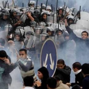 Άρχισαν αντάρτικο οι ισλαμιστές στην Αίγυπτο: Ένοπλες επιθέσεις κατά του Στρατού και έφοδος ισλαμιστών υποστηρικτών του Μόρσι στο αρχηγείο του Στρατού – Τρειςνεκροί