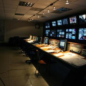 Εως την Τετάρτη θα εκπέμψει πάλι η δημόσια τηλεόραση, λέει ηκυβέρνηση
