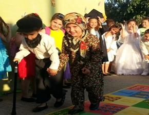 Γιορτές στους παράνομους παιδικούς σταθμούς του ΠροξενείουΚομοτηνής!