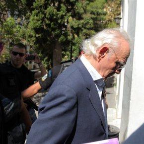 Ευφροσύνη Λαμπροπούλου: «Με έμπλεξε μέσω του Ζήγρα, ο Τσοχατζόπουλος»Επι τέσσερις ώρες απολογούνταν η λογίστρια του ΆκηΤσοχατζόπουλου