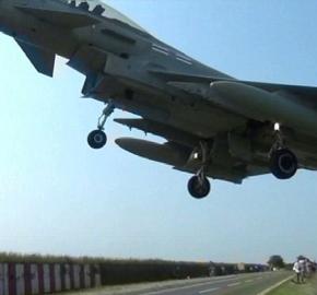 ΒΙΝΤΕΟ: Η στιγμή που Μαχητικό αεροσκάφος Typhoon σοκάρει τουςπαρατηρητές!