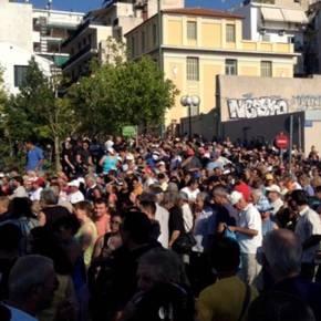 ΣΥΓΚΛΟΝΙΣΤΙΚΕΣ ΕΙΚΟΝΕΣ – Χιλάδες πολίτες στην διανομή τροφίμων και ρούχων του ΛαϊκούΣυνδέσμου