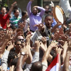 Οι ισλαμιστές πήραν τα όπλα στην Αίγυπτο; Πυροβολισμοί στις διαδηλώσεις και άρματα στουςδρόμους