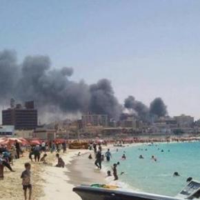 Αίγυπτος: απίστευτη φωτογραφία – η πόλη καίγεται αλλά η παραλία είναι«τίγκα»