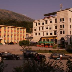 Βιαιότητες Αλβανών κατα πιστών στηνΠρεμετή