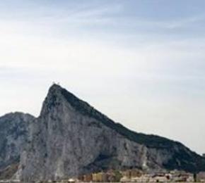 Χτυπάει «κόκκινο» η ένταση μεταξύ Ισπανίας – Βρετανίας για τοΓιβραλτάρ