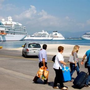 «Χρονιά – ρεκόρ» για την κρουαζιέρα στην Κέρκυρα.Εκτιμάται ότι οι ημερήσιοι επισκέπτες θα ξεπεράσουν τις 700.000 χιλιάδες το2013