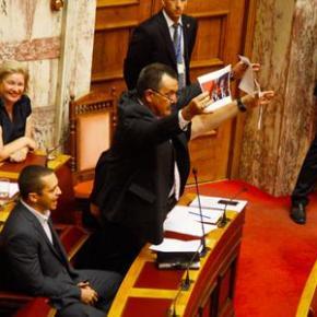 Αναψαν τα αίματα στη Βουλή – Υβρεις της Χρυσής Αυγής κατά μουσουλμάνωνβουλευτών