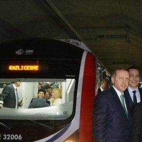 Δείτε φωτογραφίες από την φιέστα των Τούρκων για το υποθαλάσσιο μετρό τουΒοσπόρου