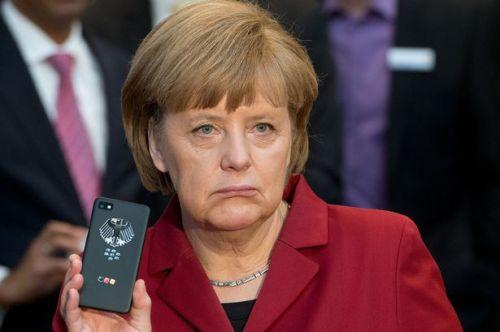 Angela-Merkel_BlackBerry