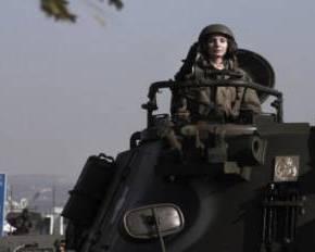 ΣΤΗΝ ΠΡΟΒΑ ΤΗΣ ΣΤΡΑΤΙΩΤΙΚΗΣ ΠΑΡΕΛΑΣΗΣ ΣΤΗ ΘΕΣΣΑΛΟΝΙΚΗ Γυναίκα αρχηγός άρματος μάχης «κλέβει» τιςεντυπώσεις