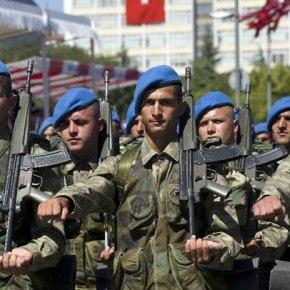 Τουρκία: Mειώνει τη στρατιωτικήθητεία