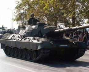 ΥΜΝΟΙ ΓΙΑ ΤΙΣ ΕΛΛΗΝΙΚΕΣ ΕΔ Εντυπωσιασμένοι Spiegel & Bild από την στρατιωτικήπαρέλαση