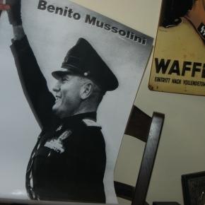 Ναζιστικό μουσείο το σπίτι του Χρήστου Παππά στα Γιάννενα.Πιστόλια, ξιφολόγχες, εικόνες του Χίτλερ και σβάστικες ανάμεσα σταευρήματα