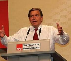 Spiegel: Ο Σρέντερ επέμενε για την ένταξη της Ελλάδας στηνΟΝΕ