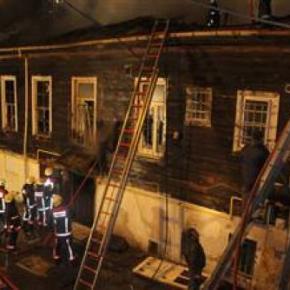 Κων/πολη: Mεγάλη πυρκαγιά σε σπίτι τηςομογένειας