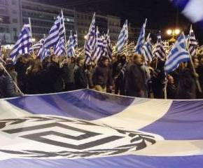 ΔΕΚΑΔΕΣ ΧΙΛΙΑΔΕΣ ΟΙ ΣΥΓΚΕΝΤΡΩΜΕΝΟΙ.Μεγάλη η συγκέντρωση της ΧΑ στο Σύνταγμα – Πάθος και ελληνικέςσημαίες