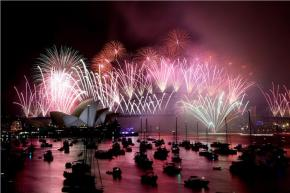 Καλώς ήρθες 2014! Με πυροτεχνήματα υποδέχονται τη νέα χρονιά ανά τονκόσμο