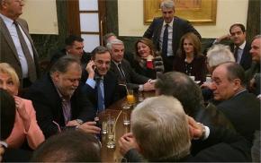 Εμφάνιση – έκπληξη Σαμαρά στο καφενείο της Βουλής: Τι είπε στους βουλευτές τηςΝΔ