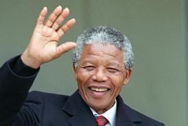 Πέθανε σε ηλικία 95 ετών ο Νέλσον Μαντέλα, ο πρώτος μαύρος πρόεδρος της Ν.Αφρικής