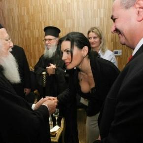 ΣΟΚ ΚΑΙ ΔΕΟΣ ΣΤΟ ΠΑΤΡΙΑΡΧΕΙΟ.Στον Πατριάρχη η Ολγα: «Σκύψεευλογημένη»!