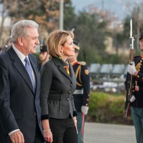 Μια εντυπωσιακή Μιμή στο ΥΠΕΘΑ – Η υπουργός Άμυνας της Αλβανίας στηνΑθήνα