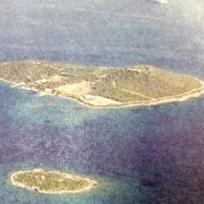 Πωλείται η «Χώρα»: Μεγιστάνες διεκδικούν το νησάκι στοΣούνιο