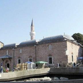 Επίθεση Βούλγαρων σε τζαμί με πέτρες καιμολότοφ!